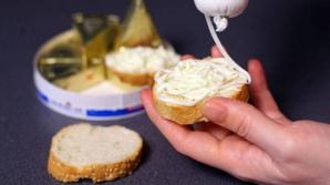 Protecţia Consumatorului spune că brânza topită conţine foarte multă sare.