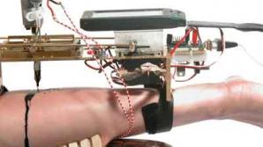 Niki Passath va efectua o serie de 12 lucrări prin intermediul unor roboți.
