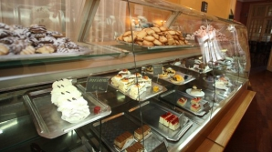 Prăjituri cu salmonella, la două cofetării foarte cunoscute din România