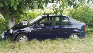 Accident cumplit! PREOT, rănit grav, după ce a intrat cu maşina în doi copaci. Poliţiştii, şocaţi!