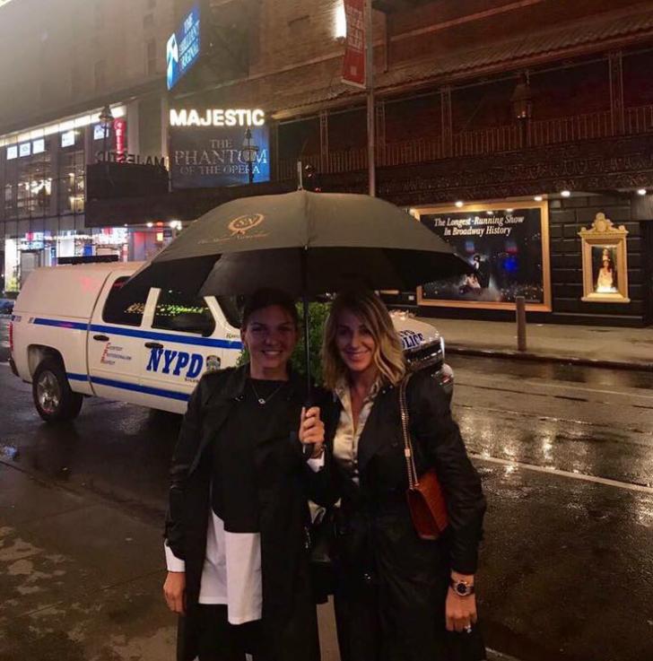 IMAGINEA SERII! Nadia Comăneci sub umbrelă cu Simona Halep