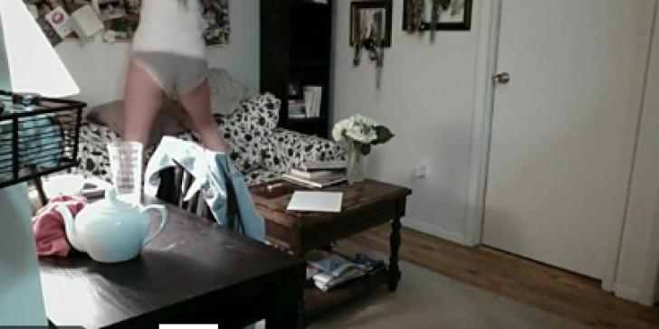 A uitat să închidă webcam-ul de la laptop. Au văzut-o nud şi cum întreţinea relaţii cu iubitul