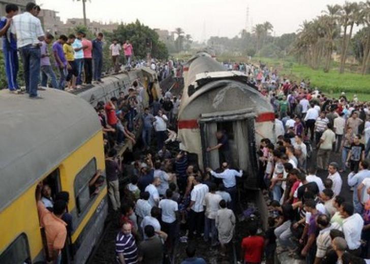 ACCIDENT FEROVIAR în Egipt: cel puţin 21 de morţi, peste 50 de răniţi. Două trenuri s-au ciocnit