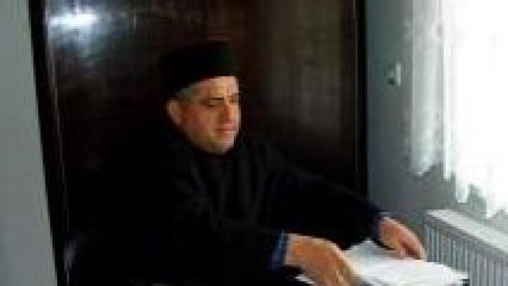 Preot din Sălaj, arestat preventiv după ce a înjunghiat un bătrân