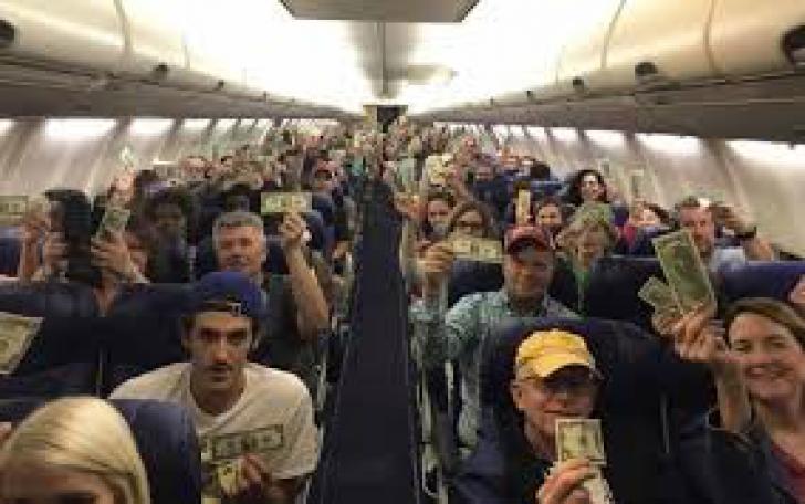 Cel mai EMOŢIONANT GEST a avut loc într-un avion, la mare înălţime. Toţi pasagerii, implicaţi