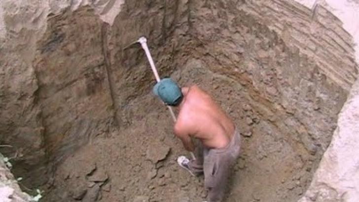 Zeci de proiectile și o bombă, găsite în timpul lucrărilor la canalizare, într-un sat din jud. Iaşi