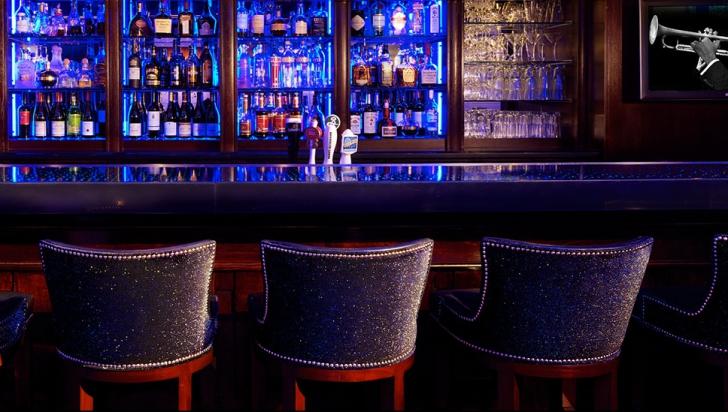 Cantitate URIAȘĂ de etnobotanice găsită la doi clienți ai unui bar