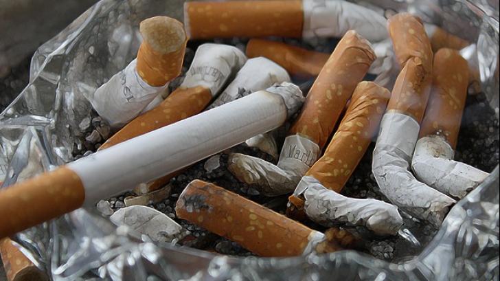 Cea mai mare greșeală pe care o fac fumătorii. E mai rău decât dacă ar fuma jumătate de pachet odată