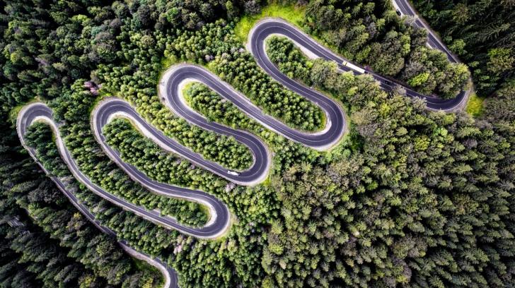 O fotografie care surprinde un drum din România, premiată internaţional