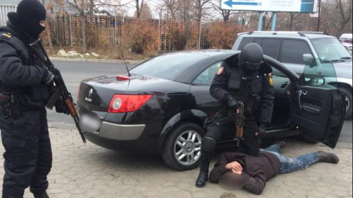 Poliţiştii au BLOCAT o maşină în trafic, în Prahova. ŞOC - ce au găsit în maşină: metoda e nouă!