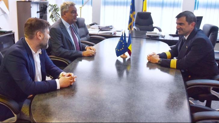 """Premierul Tudose, inspecţie neașteptată la Tarom: """"Arată de parcă nu ar fi avut conducere până acum"""""""