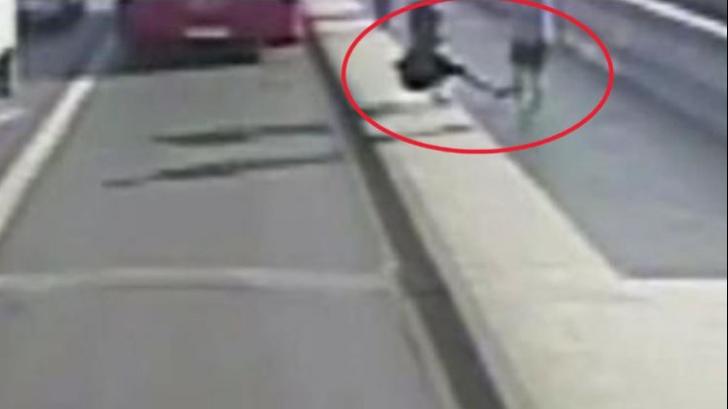 Șocant. Cine e bărbatul care a împins din senin o femeie sub roțile unui autobuz, la Londra