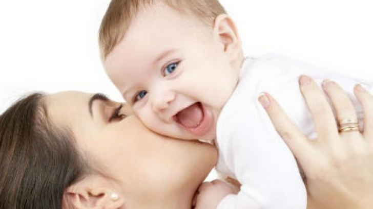 Câţi bani pot să câştige mamele în concediul de creştere a copilului ca să nu piardă indemnizaţia