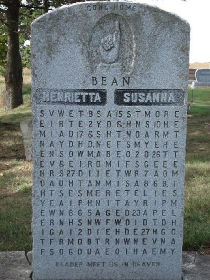 Și-a îngropat ambele soții în același mormânt. Localnici s-au îngrozit când au văzut piatra funerară