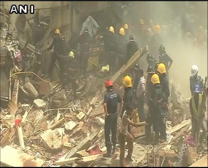 O clădire cu 4 etaje s-a PRĂBUŞIT: cel puţin 19 morţi şi zeci de răniţi prinşi sub dărâmături