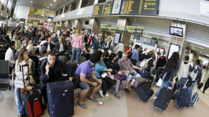 Aproape 200 de pasageri, blocaţi în aeroportul din Iași de peste 4 ore. Care este cauza