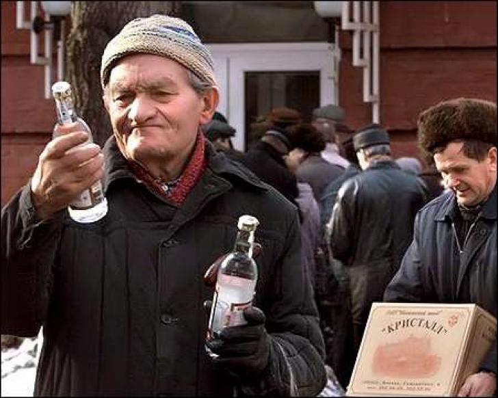 Lovitura DURĂ pe care Rusia le-o pregăteşte alcoolicilor, ţara în care autorităţile DĂRUIESC votcă