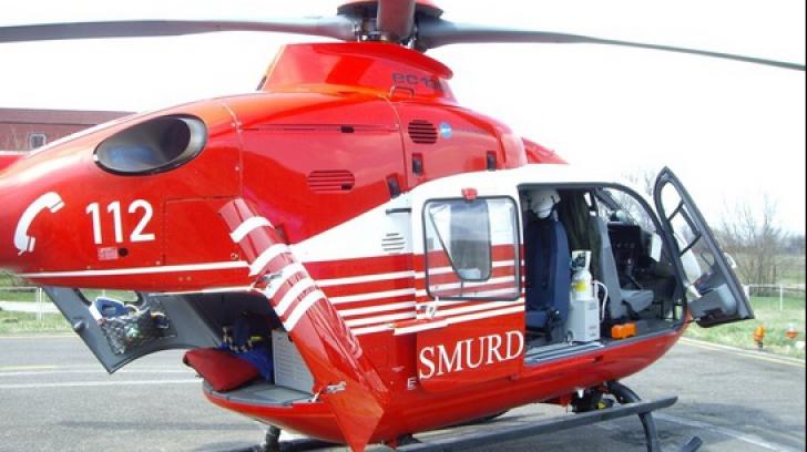 O femeie a născut și și-a scăpat bebelușul în hazna. Elicopterul SMURD, chemat în ajutor