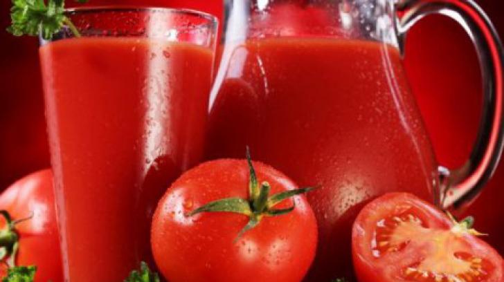 Suc de roşii pentru iarnă. Reţeta bunicii: E delicios, uşor de făcut şi nu are conservanţi