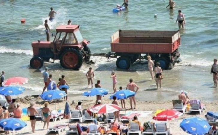 ŞOC! Ce a apărut la mare, printre oameni.Nu le-a venit să creadă.Turiştii se distrau, când deodată..