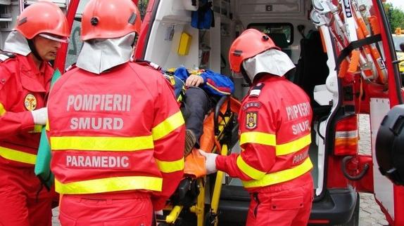 Un bărbat A MURIT, în Capitală, după ce un copac a căzut peste el