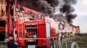 Explozie urmată de INCENDIU, la o fabrică de vopsele din Orăștie: 5 răniți. 400 de persoane,evacuate / Foto: IGSU