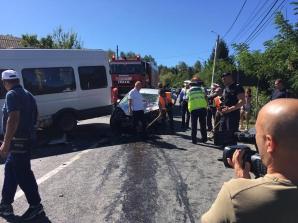 Microbuz de transport persoane, implicat într-un grav accident: 13 victime. Planul roşu, ACTIVAT