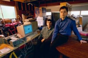 ROATA ANIVERSARĂ GOOGLE. Cum sărbătoreşte Google aniversarea a 19 ani de la lansare
