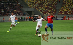 Momentul-cheie din Steaua-Plzen. Budescu obtine penalty-ul din care s-a deschis scorul. Foto: Cristian Otopeanu