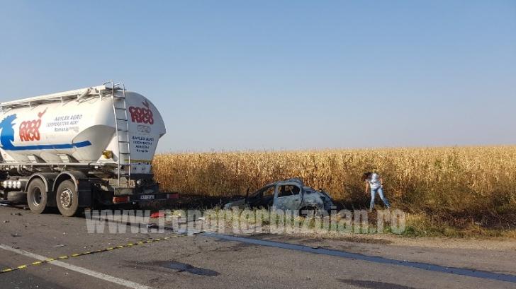 Accident grav pe DN 2B, între un TIR și două autoturisme. O persoană a murit carbonizată