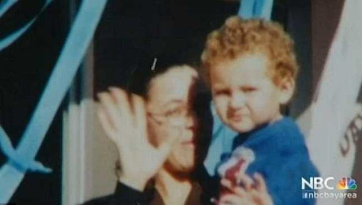 Copilul i-a fost răpit când era mic. După 15 ani, a văzut o fotografie pe Facebook şi a încremenit!