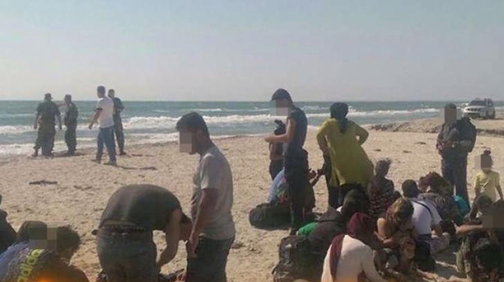 Litoralul românesc este invadat de refugiați! O barcă plină cu IMIGRANȚI pe plaja 2 Mai