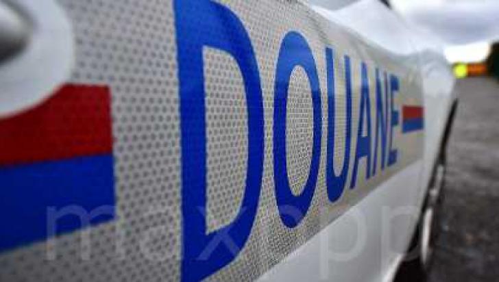 Captură impresionantă. Doi şoferi români transportau 1,7 tone de rășină de canabis