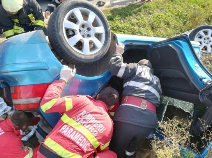 Accident sângeros provocat de un bărbat fără permis de conducere: 3 răniți