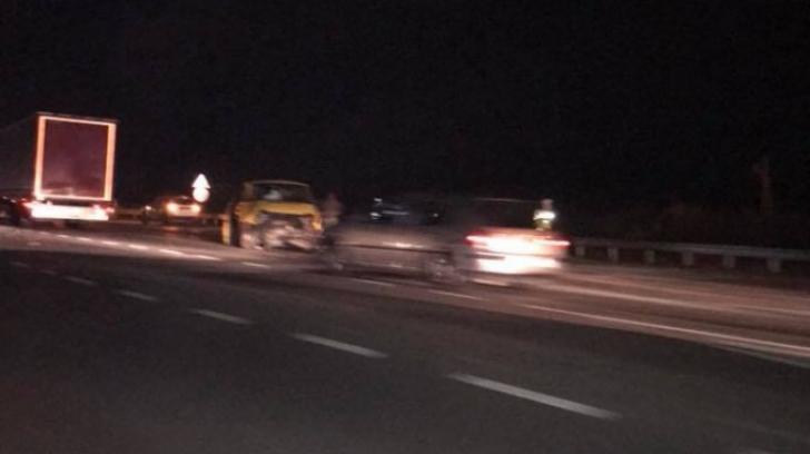 Accident grav pe DN1, între un un microbuz şi un autoturism: doi răniți