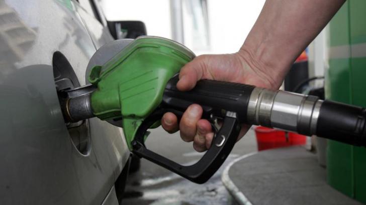Prețul petrolului a explodat. Noi scumpiri la pompă