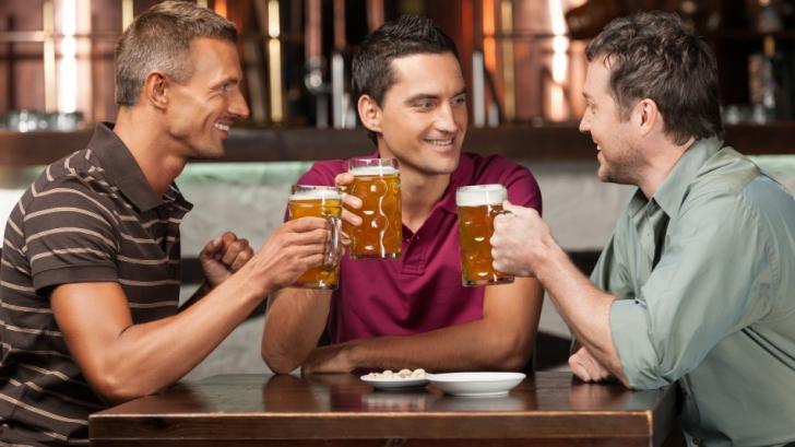 Studiul care au uimit medicii: Două pahare de vin sau bere pe zi sunt mai sănătoase decât sportul