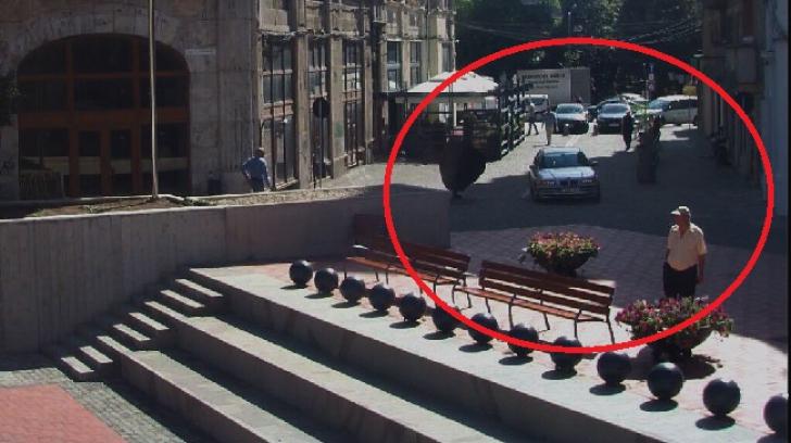BMW pe trotuare