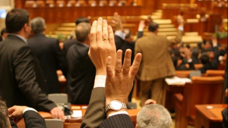 Dezbateri Parlament
