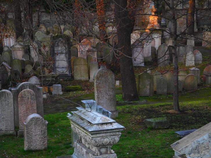 Și-a îngropat cele 2 soții în acelasi mormânt, cu un mesaj cifrat. Abia după un secol l-au descifrat
