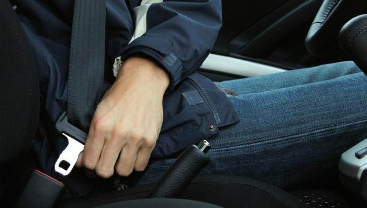 """Mulți români """"omit"""" să-și pună centura de siguranță atunci când se urcă în mașină"""