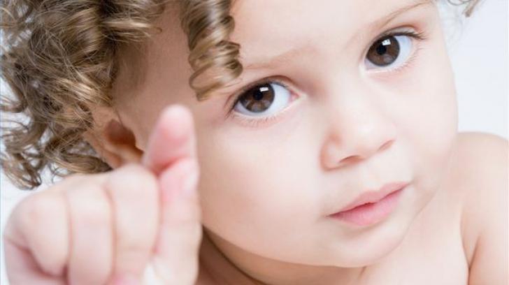 Cât de important este NUMELE pe care îl dai copilului la BOTEZ