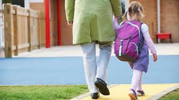 Anul şcolar 2017-2018. Prima zi de şcoală, zi liberă pentru părinţi?