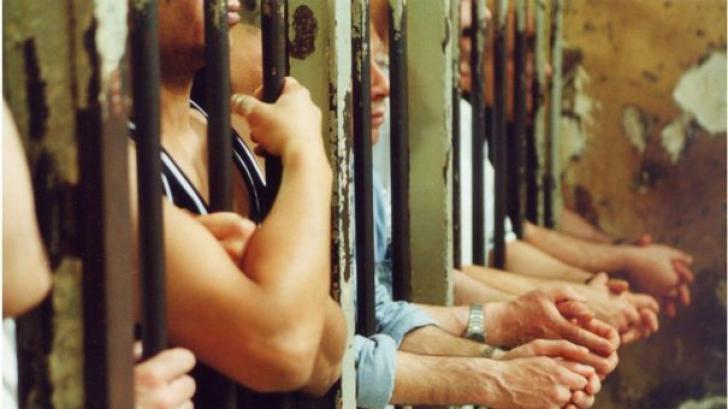 450 de detinuti, evacuati de la Penitenciarul Iasi! Risc ridicat de prabusire a cladirii
