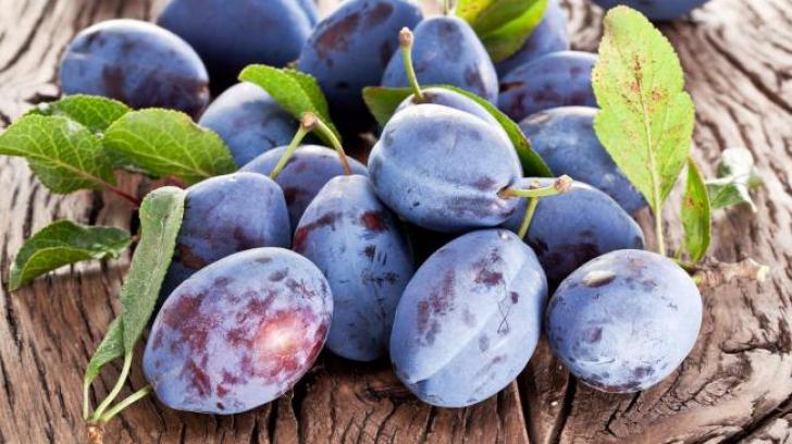 Iată de ce trebuie să consumi prune când ţii o dietă. Nici nu te gândeai că au acest efect