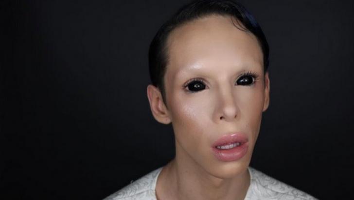 """A cheltuit o avere pentru a deveni un extraterestru fără sex: """"Nu vreau să mai am nimic jos!"""""""