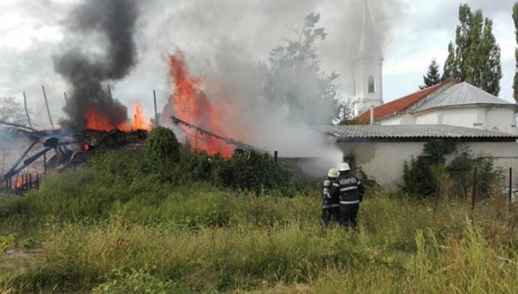 Incendiu puternic la un Centru de Copii din Timiș: 13 copii au fost evacuați