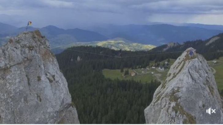 VIDEO.Imagini care îţi taie respiraţia. Ce face acest român la o altitudine de aproape 1700 de metri