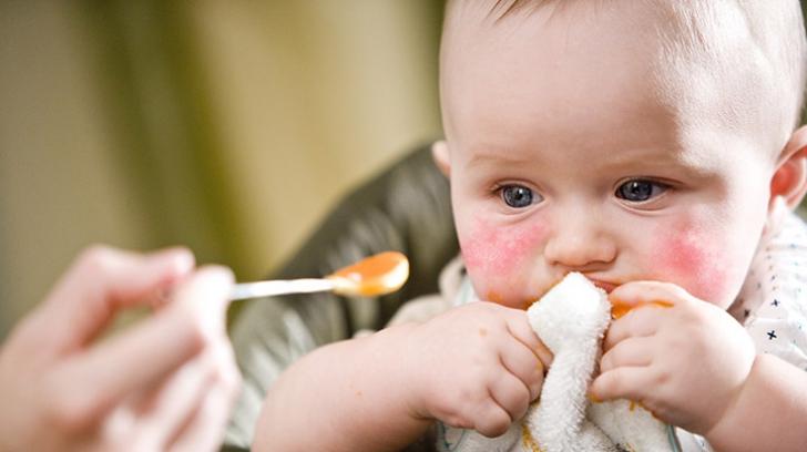 Caz terifiant: Un bărbat prins în timp ce otrăvea mâncarea de bebeluşi dintr-un supermarket