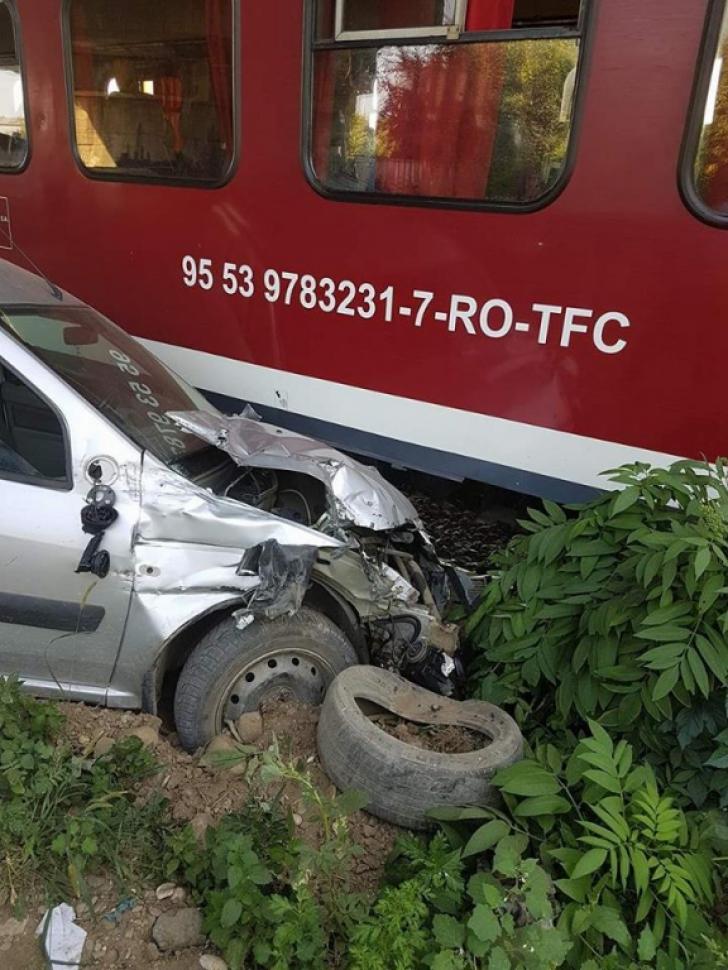 Accident stupid de tren la Ploiești. A vrut să traverseze calea ferată și s-a blocat pe șine